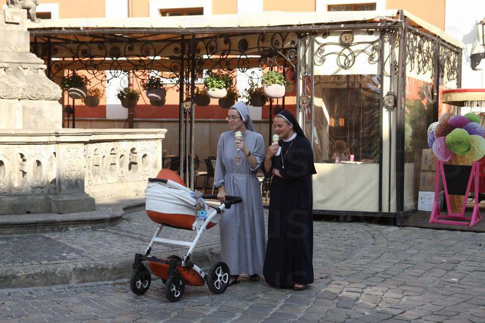 Nuns (siostry) & icecream (lody)